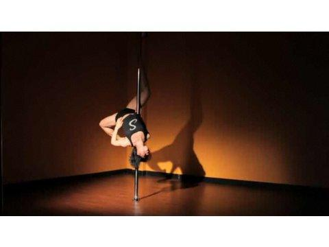 Advanced Pole Dancing Moves How To Do A Descending Angel Inversion